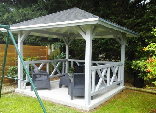 Kiosque forme carré poteaux bois en lamellé collé 120 x 120 mm